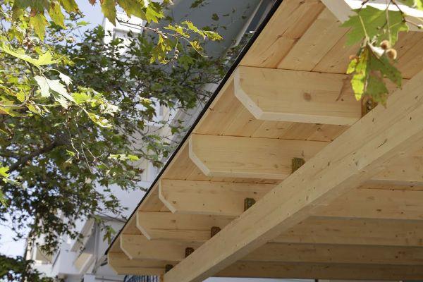 Εμφανές σκέπαστρο με σύνθετη ξυλεία στο Μαρούσι Αττικής